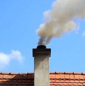 sombre-chimenea-encima-cumbrera-tejado